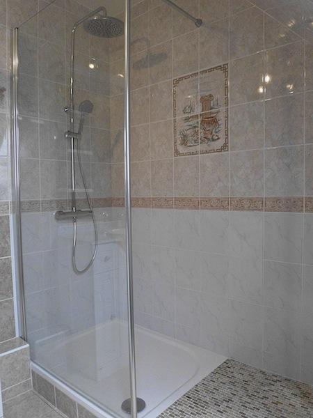 aout 2014 salle de bain a t o m. Black Bedroom Furniture Sets. Home Design Ideas