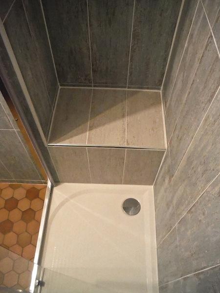 Petite salle de bain 3m2 20170809180446 for Salle de bain 3m2 avec douche