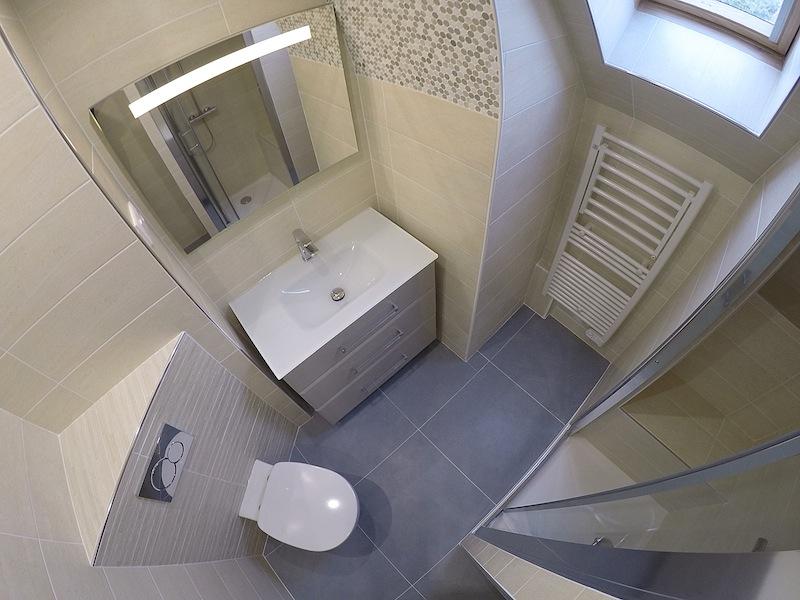 Dec 2016 salle de bain a t o m 77 for Seche serviette sous pente