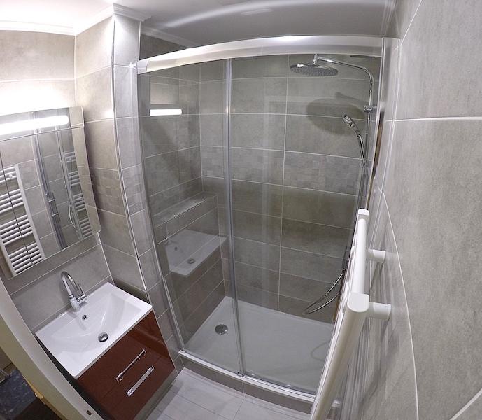 Sp cialiste de la r novation de salle de bain a t o m for Specialiste salle de bain paris