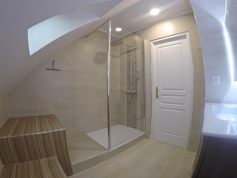 Janv. 2018 / Salle de bain en sous-pente | A.T.O.M. 77